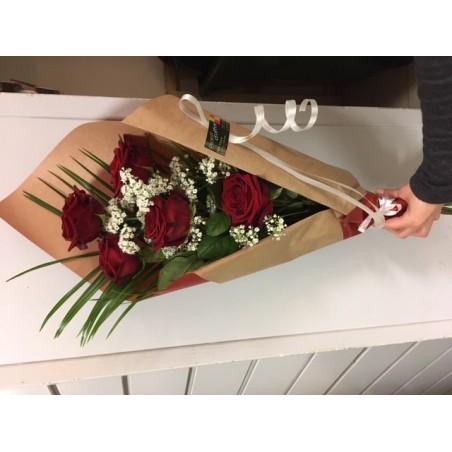Bouquet emballé de roses rouges