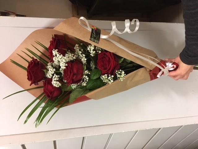 Bouquet emballé de roses...